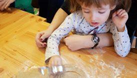 Czytaj więcej o: Pieczemy świąteczne pierniczki.